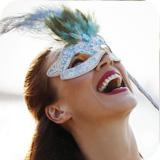 CDs ansehen Caia Images Lizenzfreie Bilder
